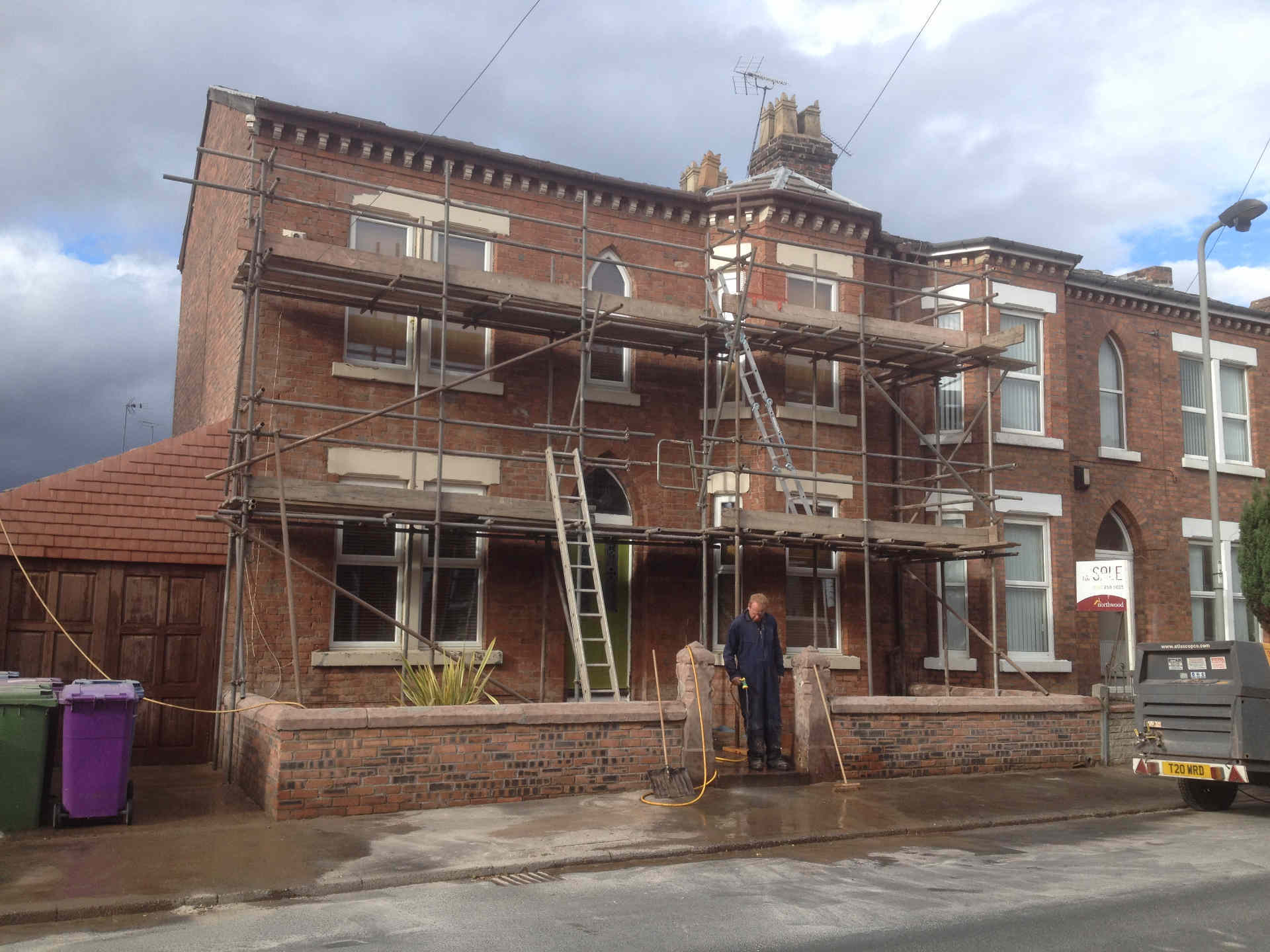 Exterior brick cleaning and paint removal sandblasting wirral liverpool manchester uk - Removing paint from bricks exterior set ...