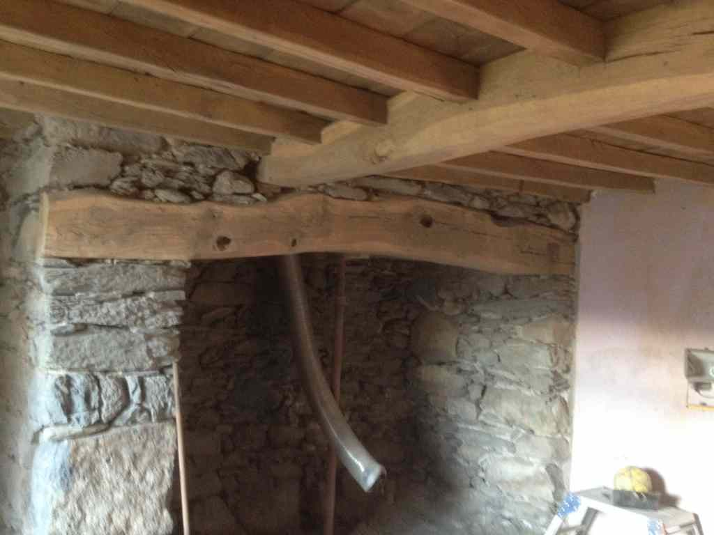 Wooden Beams Cleaning And Paint Removal