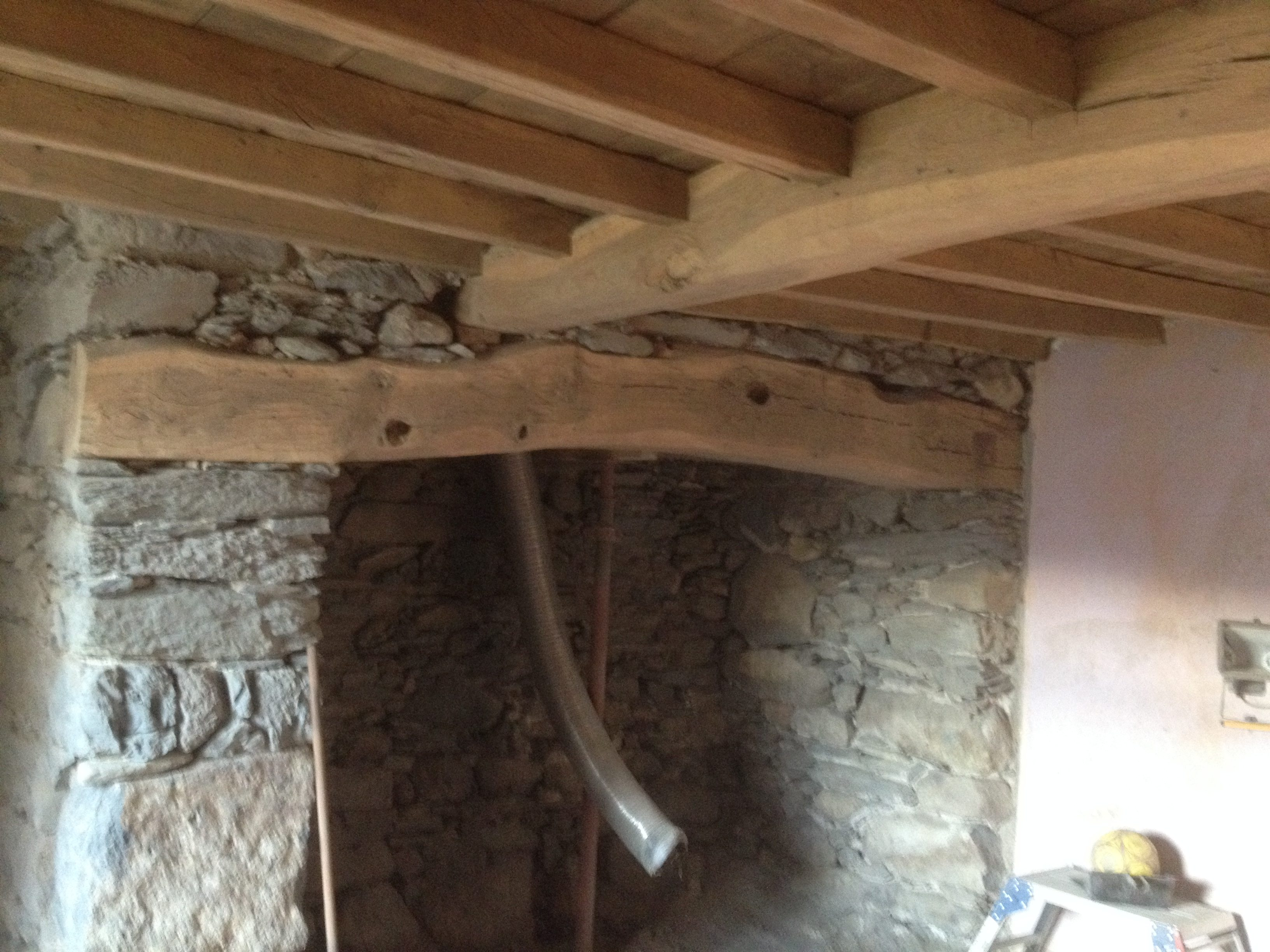 Wooden Beams Cleaning And Paint Removal Sandblasting