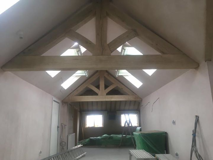 Sandblasting / Blast cleaning new green oak beams in Shrewsbury Shropshire taking all the saw marks out now they look fa... - Sandblasting Services